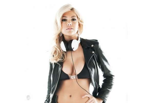 Kate Upton Skullcandy Ads