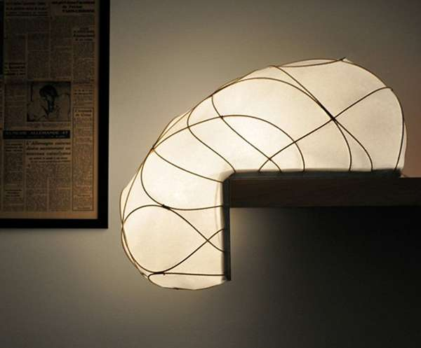Surface-Hugging Lamps