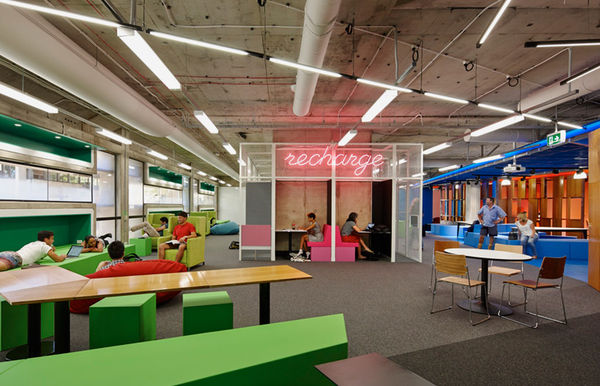 High-Tech Learning Spaces