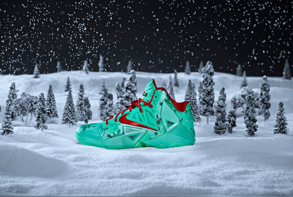 festive christmas kicks lebron 11 christmas shoes