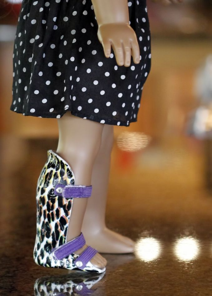 Figurine Leg Braces