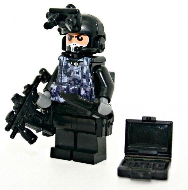 Militant LEGO Figurines