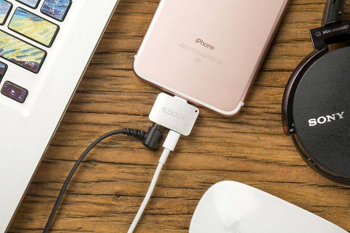 Smartphone Port-Expanding Devices