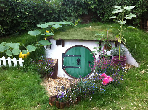 Build A Tiny House In Your Backyard : Miniature Fantasy Film Abodes  little hobbit hole