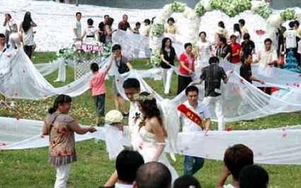 Super-Long Wedding Dresses