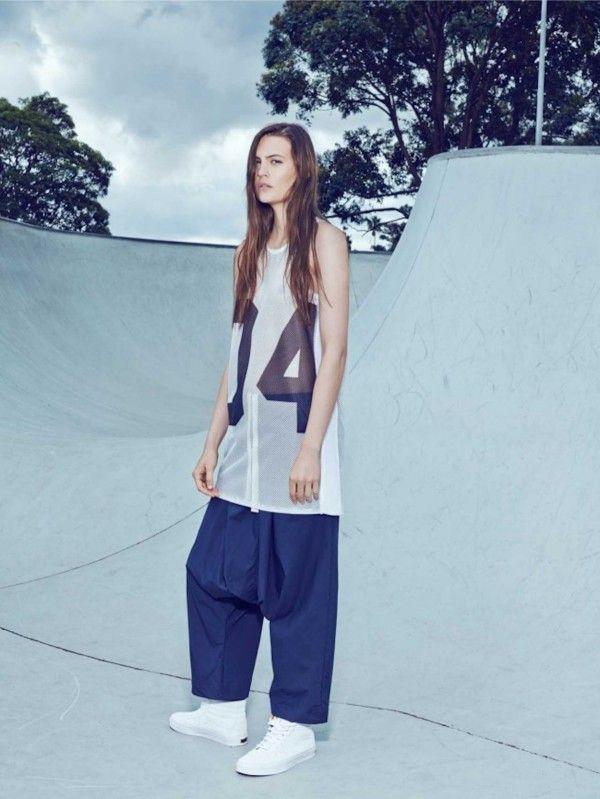 Minimalist Loose-Fitting Fashion
