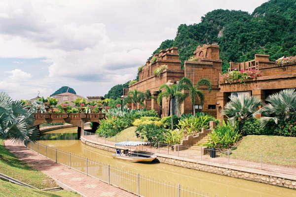 Paradise Theme Parks