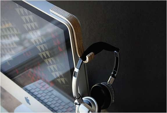 Laptop-Hanging Headphone Racks