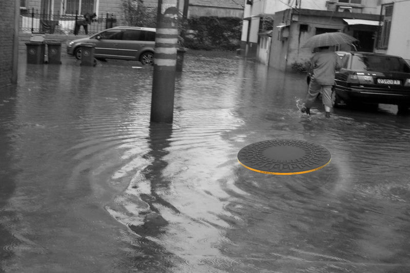 Flood-Accommodating Manhole Covers
