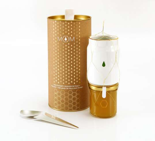 Gold-Hued Honey Branding