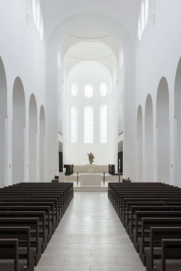 Minimalist church designs minimalist church for Interior design augsburg