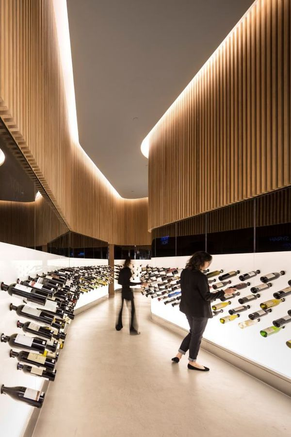Expansive Glossy Wine Displays