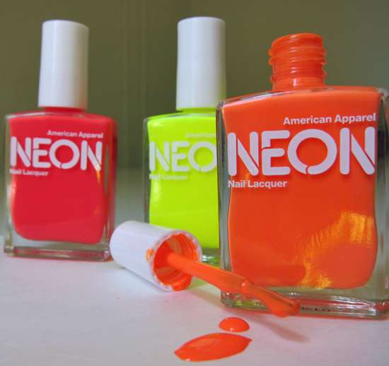 Color-Popping Fingertips