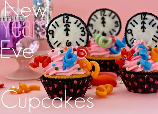 Cupcake Decorating Ideas New Years Eve : Petite Punctual Cakes : New Years Eve Cupcakes