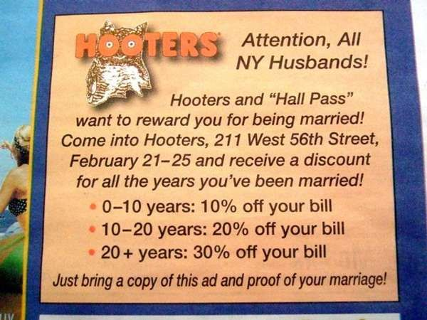 New York Hooters Ad