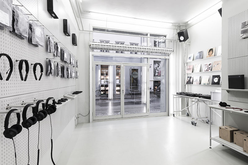 Deconstructed Flagship Stores