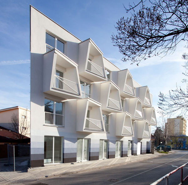 Protruding Undulating Homes : North Star Apartments