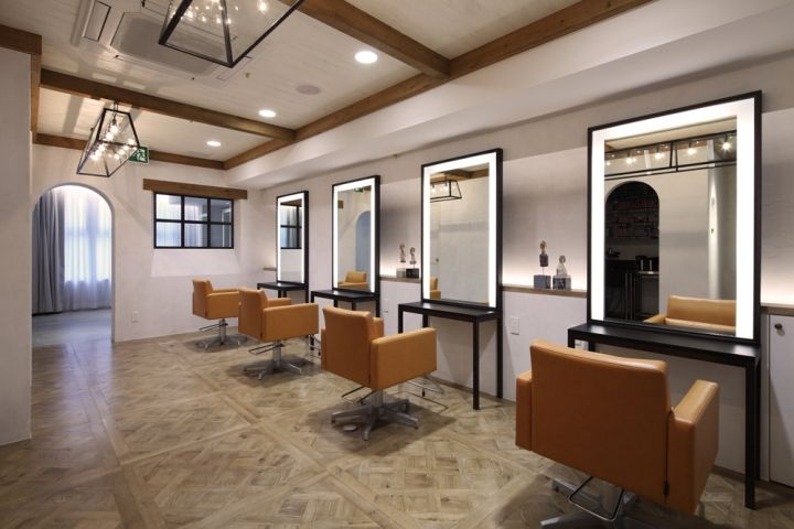 Contemporary understated salons okayama for Salon de coiffure miroir