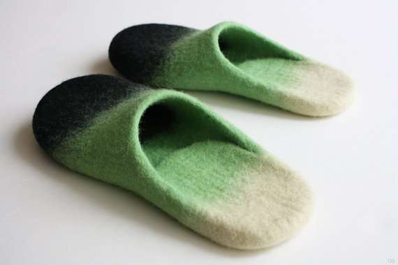 Onstall 'Dirt on the green' wool felted slippers