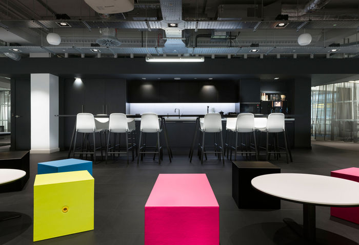 Color balancing office designs open plan office space for Open plan office design