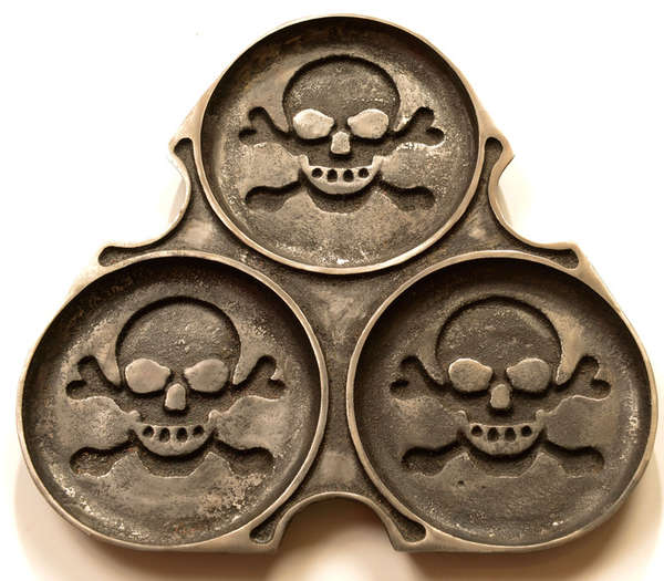 Skull-Patterned Pastry Pans