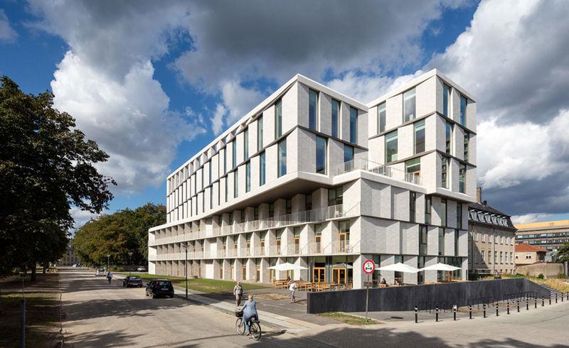 Hybrid Hotel Hospitals