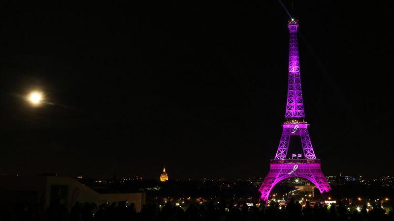 Illuminating Iconic Buildings