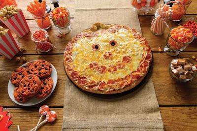 Grinning Pumpkin Pizzas : pizza design