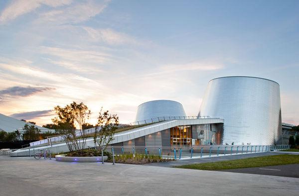Telescope-Resembling Planetariums