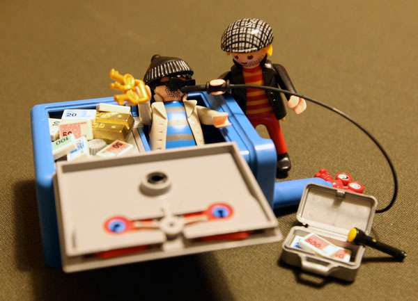 playmobil safe crackers