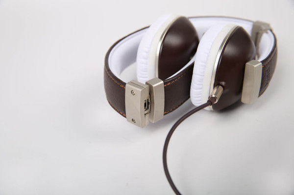 Minimalist Retro Headphones