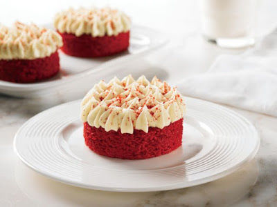 Single-Serve Holiday Cakes