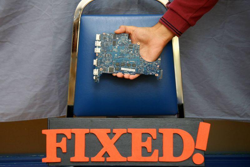Crowdsourced Gadget Repairs