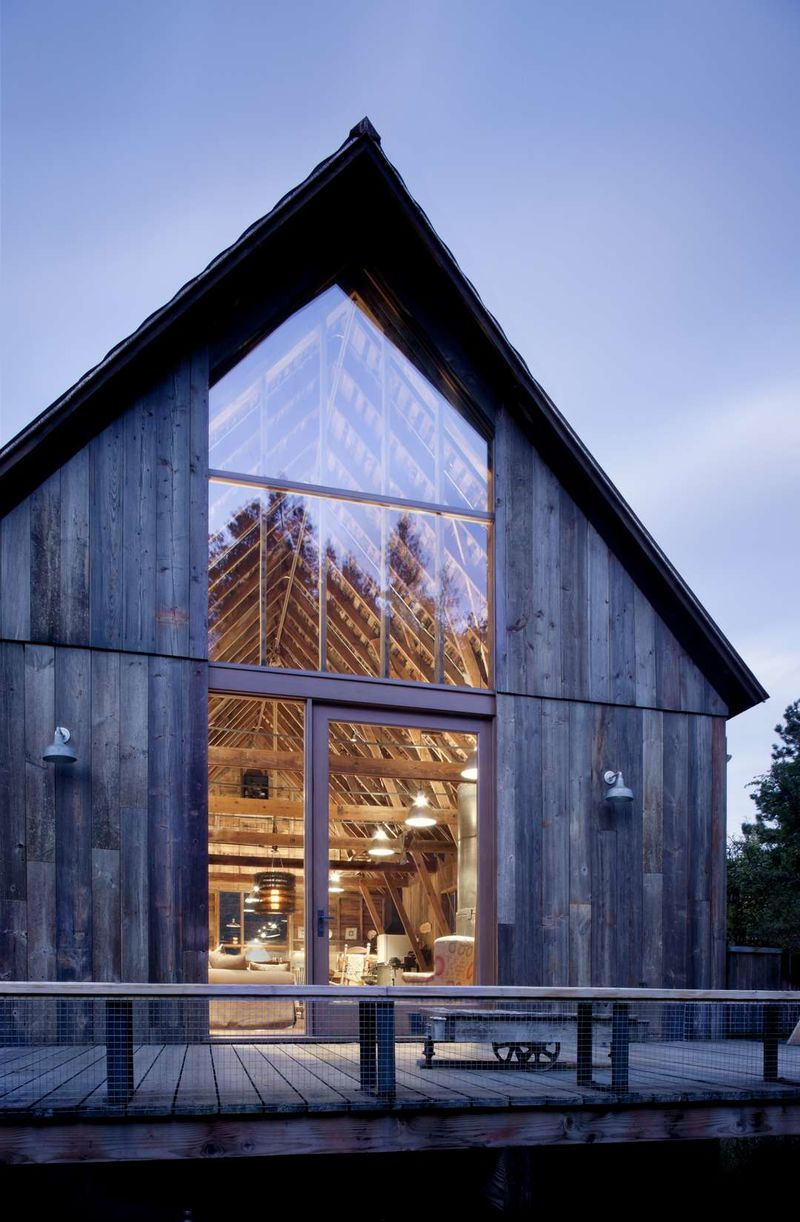 Modern barns restored barn for Frais architecte