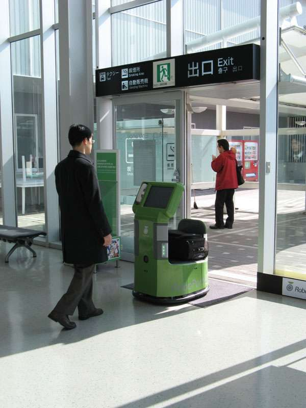Japanese Robot Carries Luggage