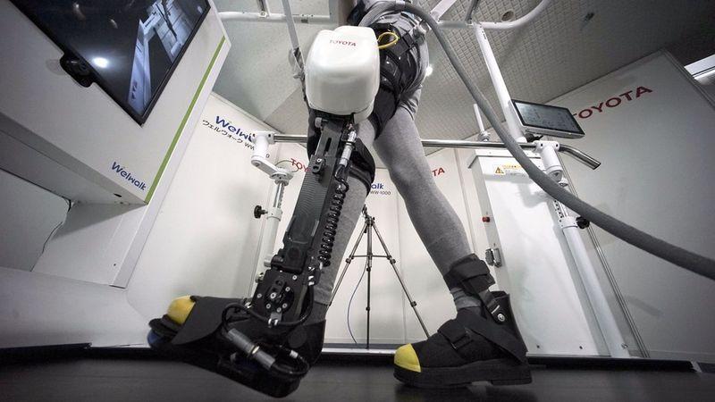 Auto-Inspired Robotic Leg Braces