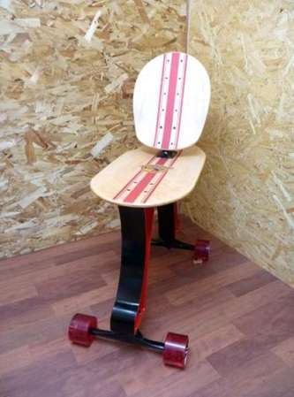 Rollingfoot skateboard chair