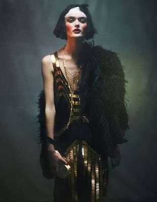 Femme-Fatale Flapper Fashion