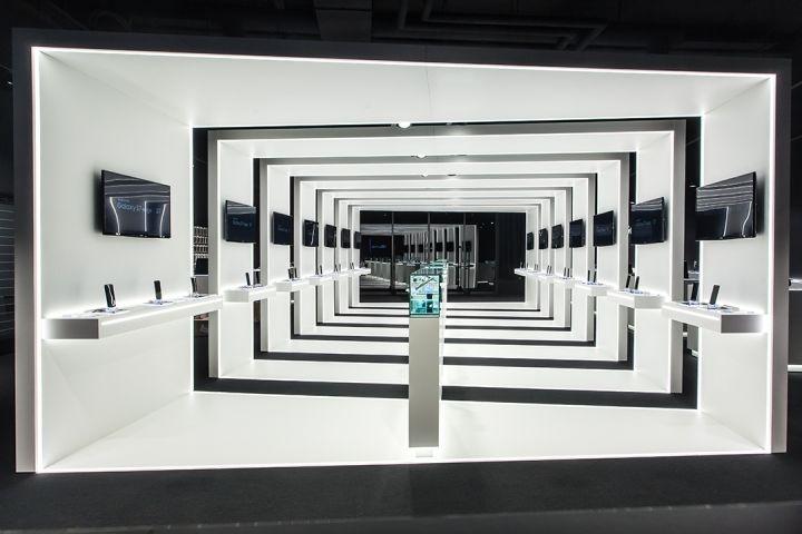 Samsung Commercial Displays >> Futuristic Electronics Kiosks : Samsung Popup