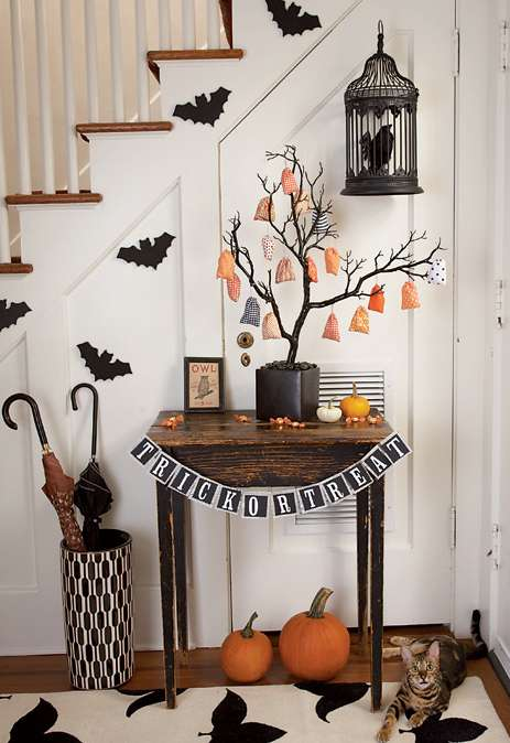 Spooky interior design scary halloween decor for Home halloween decorations
