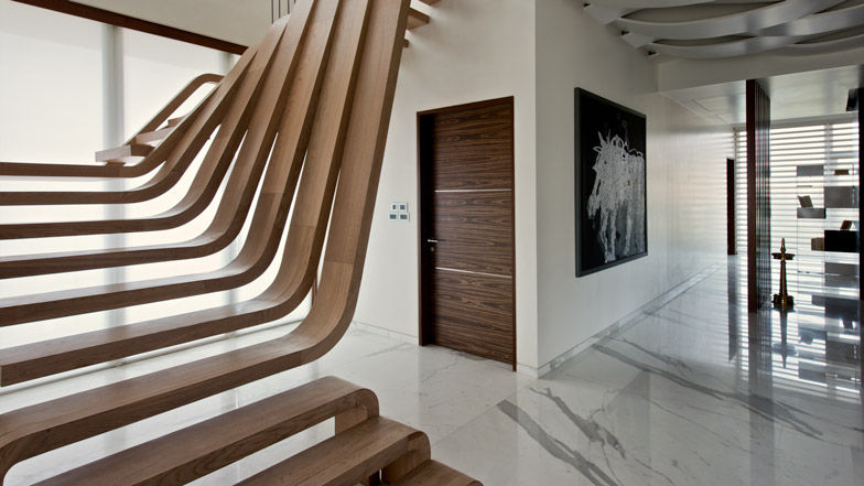 Harmonious sculptural staircases sculptural wooden staircase - Lincroyable maison book tower londres ...