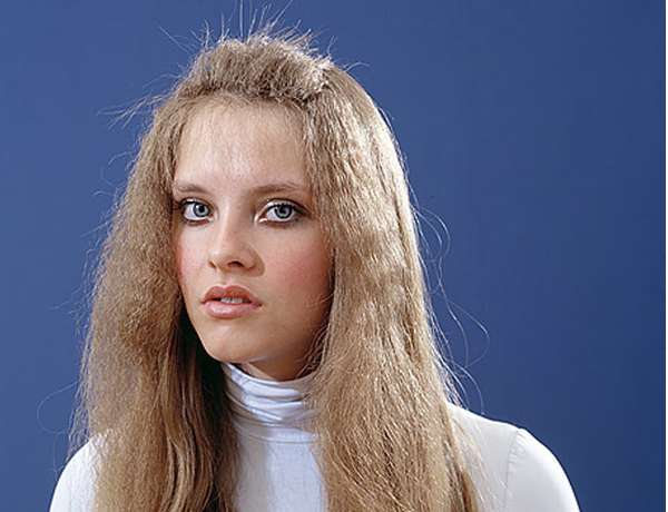 Nineties-Inspired Hair