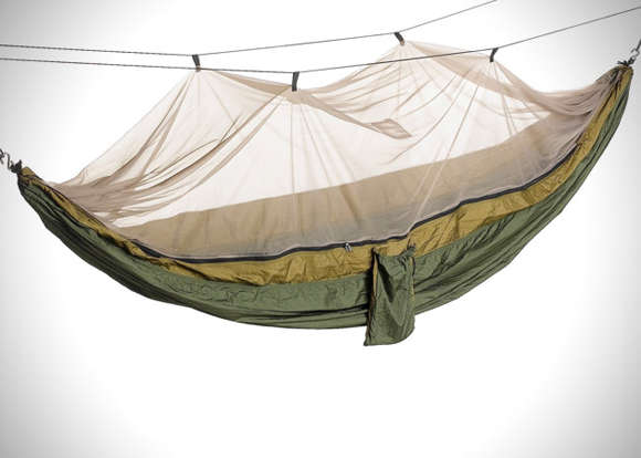Cocoon-Like Suspended Beds