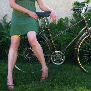 Skirt-Securing Leg Garters