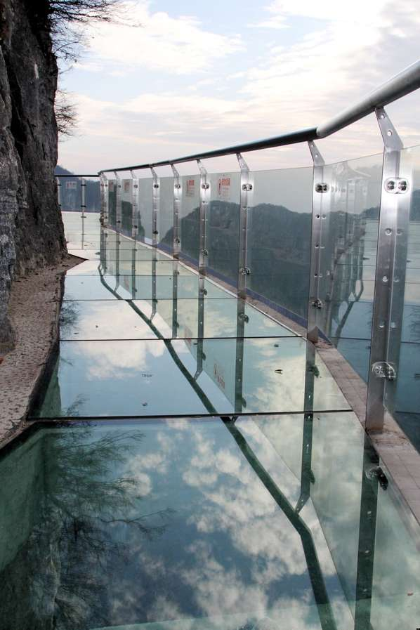 skywalk on tianmen mountain