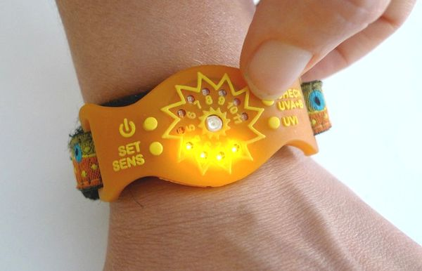 UV-Monitoring Solar Wristbands