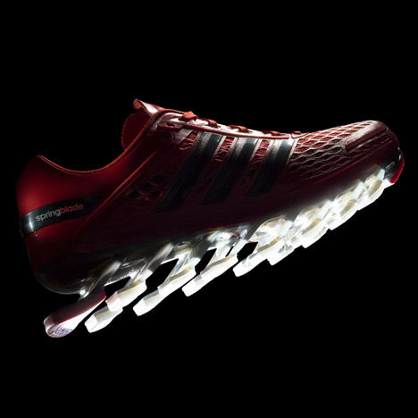 Blade-Like Training Shoes