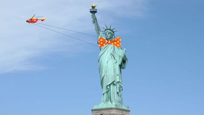 Statue Dress-Up Stunts