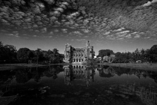 Crumbling Colonial Architecture Photos