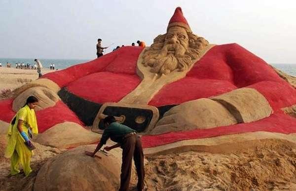 Sand-based Santa Displays